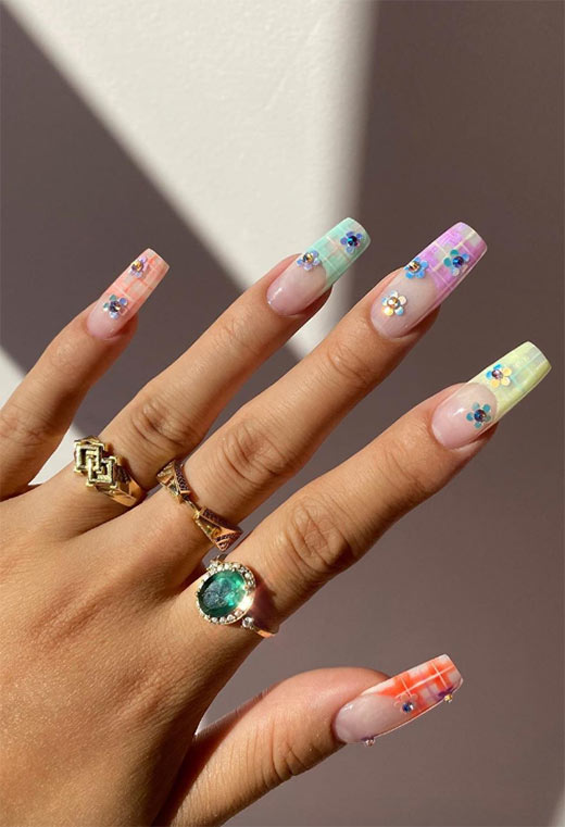 Flower Nail Designs: Pretty Flower Nails